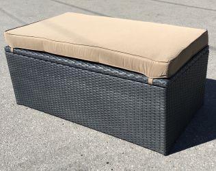 Lady dynbox/sittbänk i svart rotting